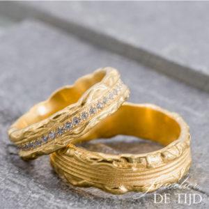 18 karaats geel gouden trouwringen met briljant geslepen diamanten