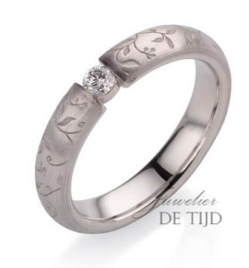 Flora rozenring 4mm breed met 0,10ct briljant geslepen diamant