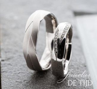 14 karaats wit gouden trouwringen 5 en 6mm breed met 14 briljant geslepen diamanten