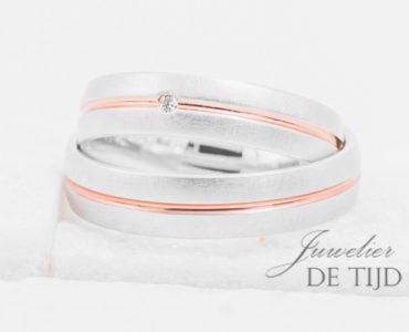Bi-color wit/rood gouden Trouwringen 5mm breed met 1 briljant geslepen diamant