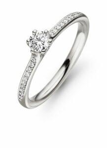 Design ring Diva met centraal één 0,22ct en daaromheen pavé gezet