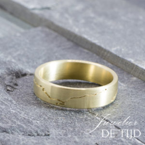 14 karaats geel gouden IJssel ring met briljant