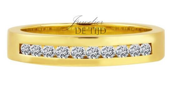14 karaats geel gouden solitaire ring met briljant geslepen diamanten