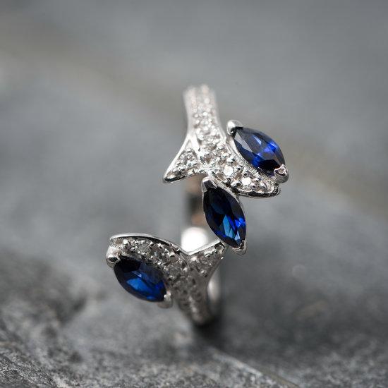 Wit gouden ring Leaf met diamant en saffier