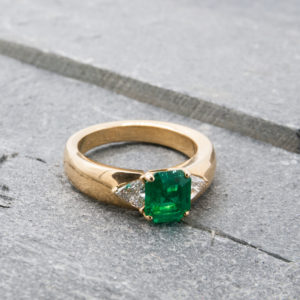 Cartier ring met smaragd
