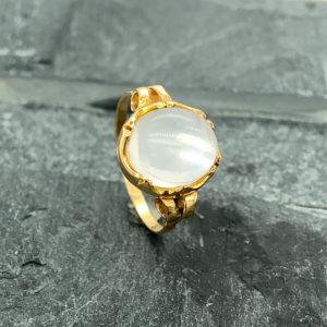 14 karaats gouden ring met maansteen