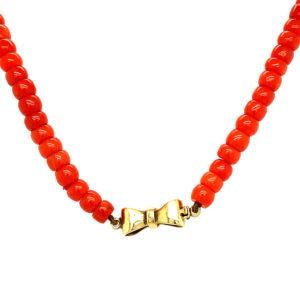 Éénrijig bloedkoralen collier met 14 karaats gouden sluiting
