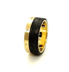 14 karaats geelgouden ring met carbon en briljanten