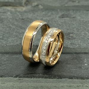 Bicolor gouden trouwringen met briljanten in pavezetting