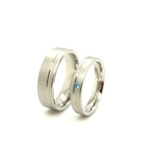 Platina 600 trouwringen met blauwe briljant