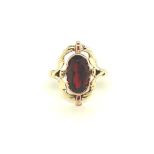 14 karaats geelgouden ring met granaat